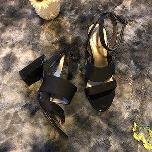 BANDOLINO Ankle Strap Block Heel BK Patent Leather